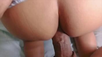 Morena dando o cuzinho e a buceta
