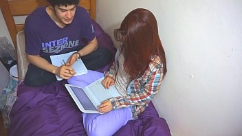 Novinha foi estudar na casa do amigo mais levou rola
