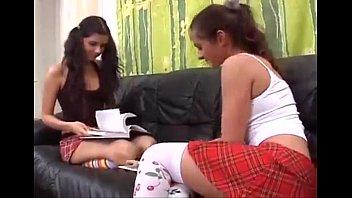 irina y aliona estudiando para el examen thumbnail