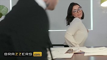Runeta يحصل مارس الجنس في مكتبها