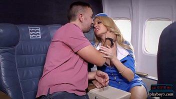 Doamna Milf Fututa Intr-Un Avion In Care Nu Sunt Caaltori