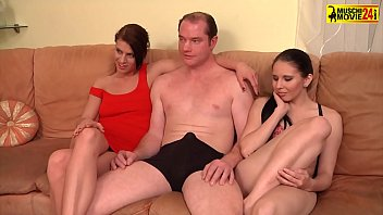 Streaming Video Two hot sluts shared one dick in the threesome - XLXX.video