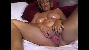 Cougar Milf Enj oys Masturbating With Dildo On g With Dildo On Cam