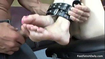 Ally Ann & muscular masseur Lee Stone - Hardcore footjob