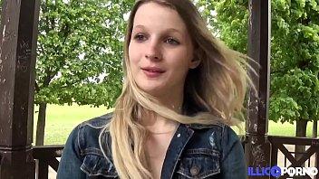 O Tanara Blonda Face Xxx Cu Un Iubit Frumos La El Acasa