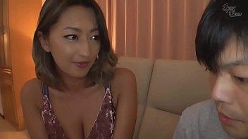 XVIDEO 巨乳ギャルの義母が息子とセックス