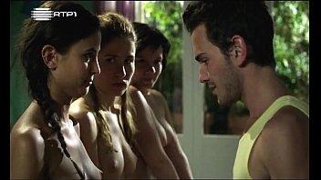 Sofia-aparicio-joana-metrass-sara-carinhas-e-cecília-henriques-em-topless-no-filme-e-o-tempo-