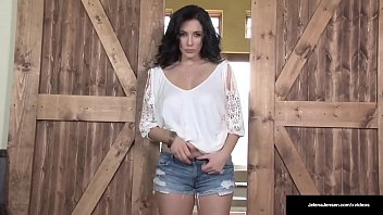 Streaming Video Busty Penthouse Pet Jelena Jensen Fucks Her Bush In A Barn! - XLXX.video
