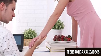 Streaming Video Gorgeous Ginger Candy Red Serves Her Teen Pussy With Fresh Strawberries - XLXX.video
