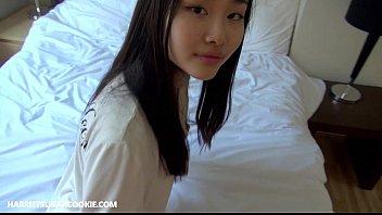 自宅で日本人の十代の若者が激しくファックされる
