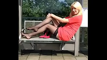 Cams4free.net - Mature Blonde Sexy Shoeplay Nylon Feet
