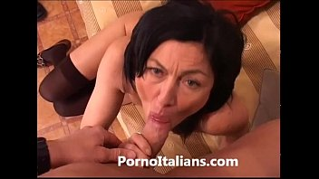 Armazém vídeos pornô Italian Milf Cougar hot - Matura italiana scopata sul divano 2018 o mais tardar