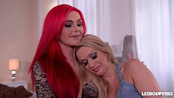 Lesbo lovers Roxi Keogh &amp_ Amber Jayne lick their shaved wet pussies in 69