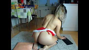 girl sexydea playing on live webcam