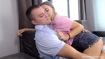 داني يمارس الجنس مع فتاة متحمسة للغاية تبلغ من العمر 19 عامًا