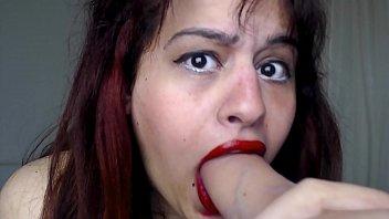 هذا مثير أحمر الشفاه الأحمر تمتص ديك كبيرة ويحصل مارس الجنس من قبل رجل مع زب كبير