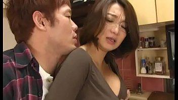 Japoneza Tocilara Care Suge Pula Unui Tanar