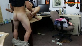Amateur brunette babe nailed by pawn guy