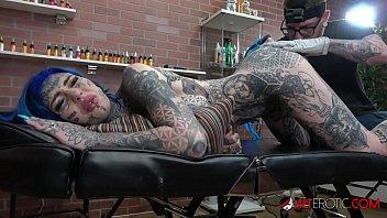 Amber Luke E Tatuata Pe Tot Corpul Si Fututa Live