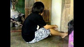 หลุดม.ต้น แอบพาผู้ชายมาเย็ดกันหลังบ้านตอนพ่อแม่ไม่อยู่บ้าน เย็ดกันในครัวเล่นท่ากันอย่างเด็ดเสียงไทยชัดเจน