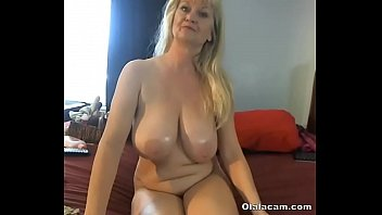 Hot Mature with huge natural boobs fucks pussy with sextoy - Olalacam