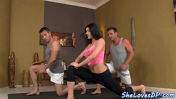 Bigtit babe doublepenetrated after workout