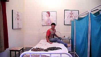 लेडी डॉक्टर ने उठाया पेशेंट का फायदा  Lady Doctor Ne Uthaya Patient ka Phayda 1 10 s