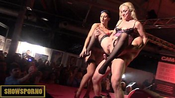 xxarxx Blonde and brunette squirt threesome