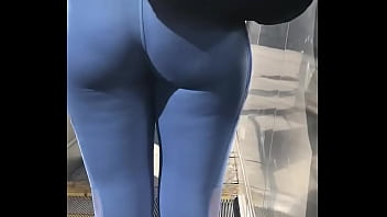 Gostosa de leg azul