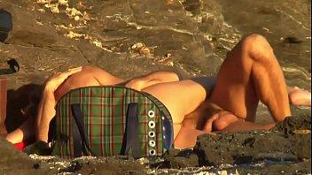 xxarxx زوجين ناضجة ينيك الشاطئ