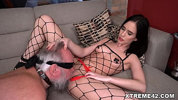 Santa breaks his tights and then takes her hard cock