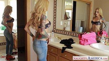 Ultra sexy blonde wife sarah jessie gets facialized