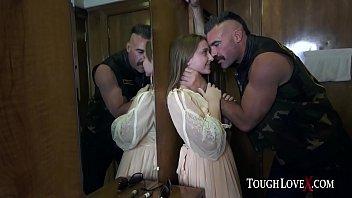 لاني رمادي مصنوع الخام الجنس في الفندق مع الشرطي الميزات