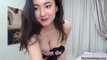 Busty Girl Deiri Kuon Live on Cam