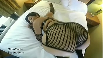 booty shaking pussy showing