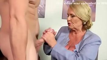 Isi Fute Mama Buna De Pula Si Spermeaza Maxim In Pizda Ei