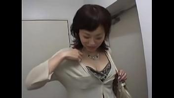 奥さんに実態調査、部屋に来て目の前に男の物がフェラして口の中へその後本番へ