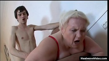 Streaming Video Old chubby grandma strips and rides a much younger dick - XLXX.video