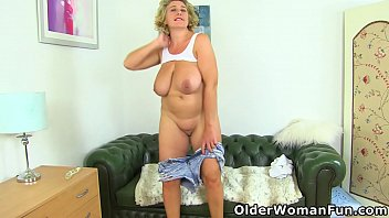 Streaming Video Buxom milf Camilla Creampie from the UK dildos her fanny - XLXX.video