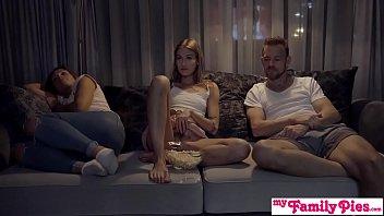 Se Uita La Film Si Le Vine Pofta De Mult Sex Pervers
