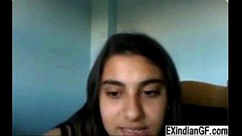 Indian teen slut masturbates on cam