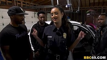Streaming Video Police Officer Eliza Ibarra Deepthroats Every Big Black Cock - XLXX.video
