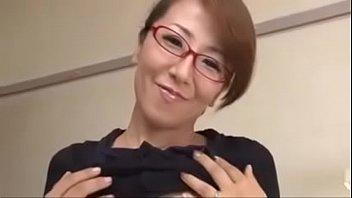 หนังโป๊ญี่ปุ่นxxx ลีลาสวาทคุณแม่สอนเซ็กเด็กหนุ่ม