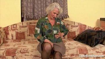 xxarxx الجدة لا تزال متعجبة القضيب الماهرة