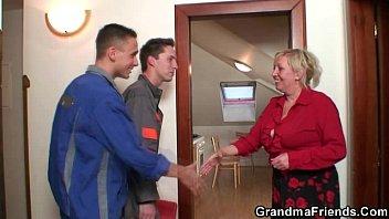 Old widow pleases two repair men