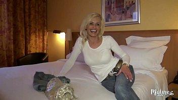 كلير دفعت 1 ليلة في فندق