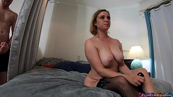 Peeping Stepson  Gets Caught While Masturbatin ile Masturbating By Horny Stepmom