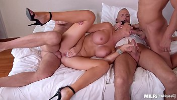 Milf banging at hotel room with Jasmine Jae gives 3 studs what they want