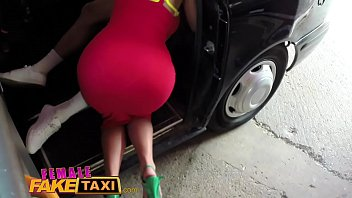 Taximetrista Ii Este Dor De Supt Pula Si Se Apuca Sa Muiasca Un Client