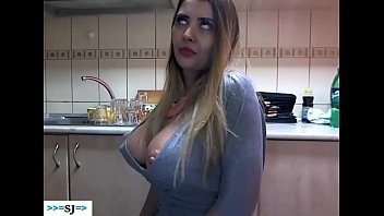 Webcam Show O Tanara Se Dezbraca Total Pentru Barbati